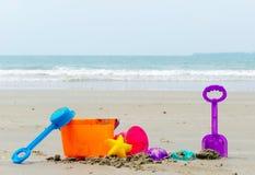 Échouez les vacances et le ciel de jouet dans l'outil de ponçage Image libre de droits
