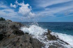 Éclabousse des vagues de mer Photographie stock libre de droits