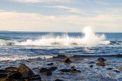 Éclaboussement d'onde d'océan Photographie stock libre de droits