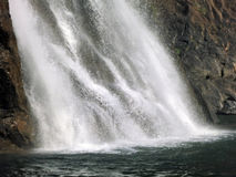 Éclaboussement de la cascade à écriture ligne par ligne Photo stock