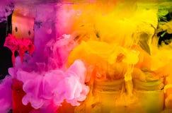 éclaboussez l'encre de couleur d'eau dans la couleur de ton chaude de l'encre de plastisol Images stock