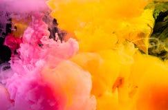 éclaboussez l'encre de couleur d'eau dans la couleur de ton chaude de l'encre de plastisol Photo libre de droits