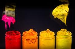 éclaboussez l'encre de couleur d'eau dans la couleur de ton chaude de l'encre de plastisol Image libre de droits