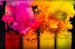 éclaboussez l'encre de couleur d'eau dans la couleur de ton chaude de l'encre de plastisol Images libres de droits