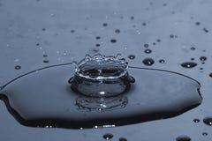 Éclaboussure de baisse de l'eau Photos stock