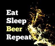 Éclaboussure de bière sur un fond noir avec le texte Mangez la répétition de bière de sommeil Vecteur illustration stock