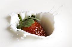 Éclaboussure de fraise Images libres de droits