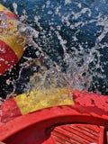Éclaboussure de l'eau de bateau images libres de droits