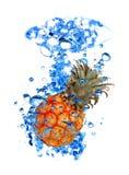 Éclaboussure de l'eau d'ananas Photo libre de droits