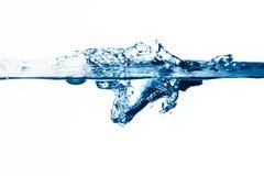 Éclaboussure de l'eau d'isolement sur le fond blanc Images stock