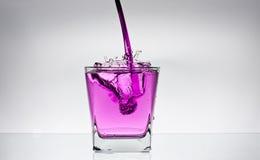 Éclaboussure de l'eau dans une glace Photographie stock libre de droits
