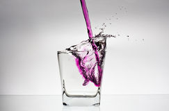 Éclaboussure de l'eau dans une glace Photographie stock