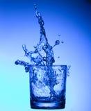 Éclaboussure de l'eau dans une glace Images stock