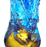 Éclaboussure de liquide dans une glace Photographie stock