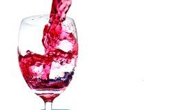 Éclaboussure de vin rouge d'un verre Image libre de droits