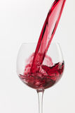 Éclaboussure de vin sur le fond blanc Photographie stock