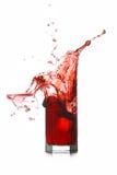 Éclaboussure en verre cassée par boisson rouge Images stock