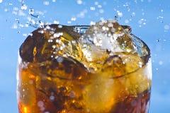 éclaboussure froide de bicarbonate de soude de rafraîchissement de boissons Photo libre de droits