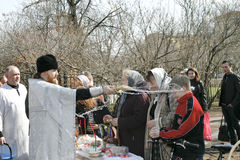 Éclaboussure orthodoxe de prêtre l'eau sainte Photo libre de droits