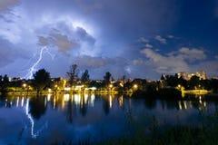 éclair sur le lac Photos libres de droits