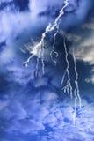 Éclairage d'un ciel orageux nuageux photographie stock