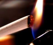 Éclairage de cigarette Photos libres de droits
