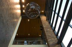 Éclairage de plafond de lobby d'hôtel photo stock
