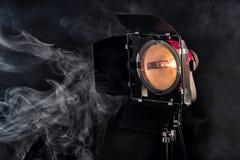 Éclairage de studio sur le fond noir Photographie stock