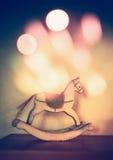 Éclairage en bois de cheval et de bokeh de basculage, décoration à la maison Images libres de droits