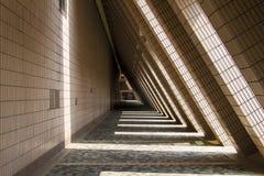 Éclairage et architecture moderne d'ombre Image stock