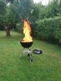 Éclairage pour la soirée de barbecue avec de la viande grillée Photographie stock libre de droits