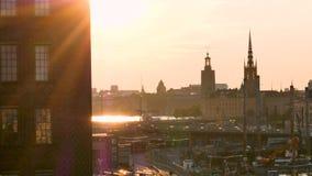 Éclairez à contre-jour, vue de Stockholm, Suède, pendant l'été banque de vidéos