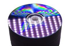 Éclat et réflexions sur une pile de DVD photos libres de droits