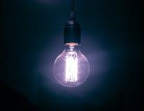 Éclat violet d'une ampoule Image libre de droits