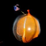 Éclatement d'un ballon humide Photo stock