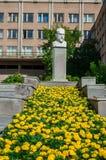 Éclatez le monument de sculpture au compositeur russe de renommée mondiale Peter Tchaikovsky, Iekaterinbourg, Russie images stock