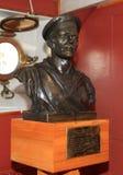 Éclatez Ognev Evdokimov Pavlovich dans l'aurore de croiseur de musée, St Petersburg, Russie images libres de droits