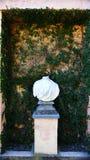 Éclatez sans tête en marbre blanc, parc de labyrinthe de Horta photos stock