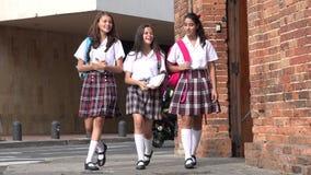 École de Teen Girls At d'étudiant photographie stock libre de droits