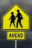 École en avant (avec le chemin de découpage) Image libre de droits