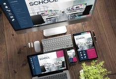 école en ligne de dispositifs de bureau en bois image stock