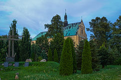 École et monastère de musique ainsi que l'église dans Lutomiersk, Pologne photo libre de droits