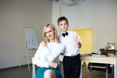 école les enfants apprennent à l'école étudiants de formation photographie stock