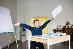 école les enfants apprennent à l'école étudiants de formation images libres de droits