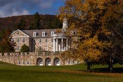 École publique de Laurelton et hôpital abandonnés et rustiques - Pennsylvanie photographie stock