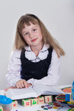 Écolière affichant un livre Image stock