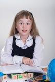 Écolière affichant un livre Photos stock
