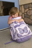 Écolière avec le sac à dos Images stock