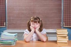 Écolière dans une salle de classe Photographie stock