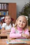 Écolière mignonne heureuse Photographie stock libre de droits